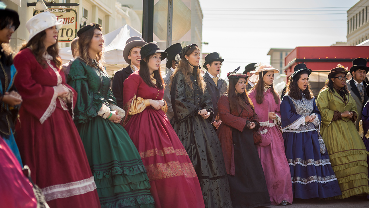 dickens on the strand   entertainers  u0026 guests
